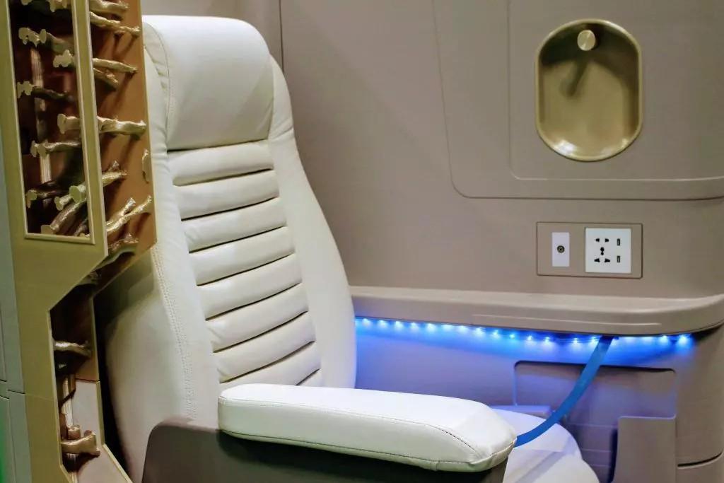 使用Stratasys的3D打印部件制作的飞机舱室模型