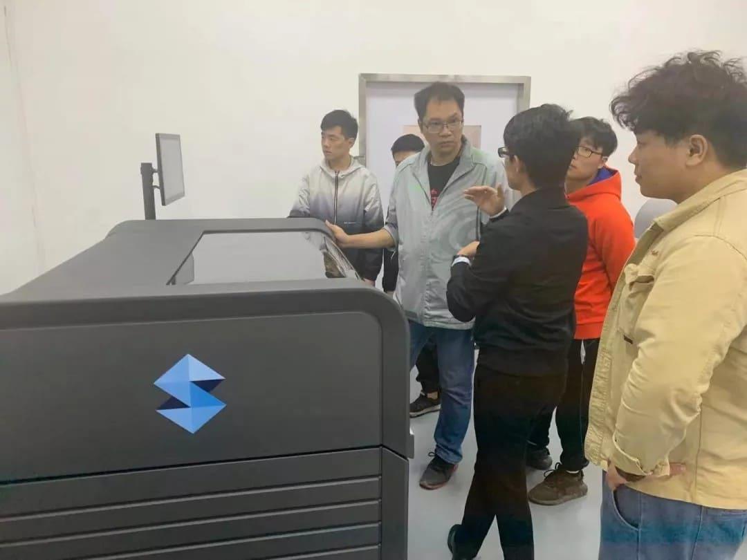 亚洲第一台Stratasys J835全彩3D打印机在广州安装到位